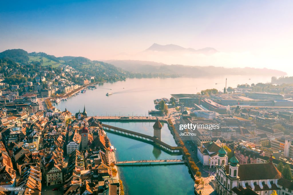vista aérea del casco antiguo de Lucerna : Foto de stock