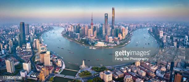 aerial view of lujiazui skyline, shanghai china - rio huangpu - fotografias e filmes do acervo