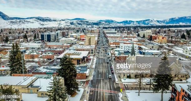 vista aérea da rua principal em bozeman montana - montana - fotografias e filmes do acervo