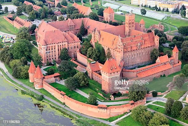 aerial view of malbork castle - polen stockfoto's en -beelden
