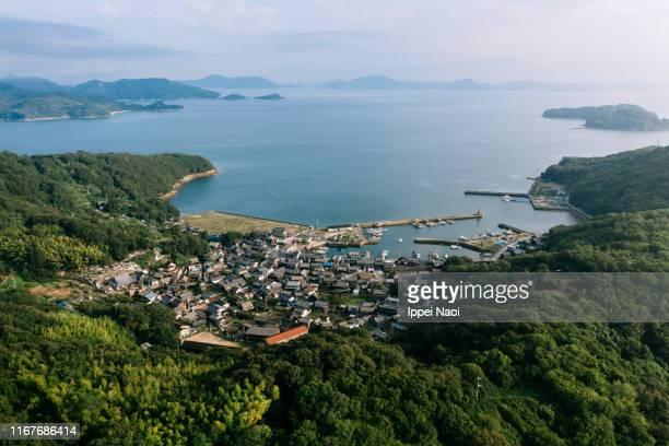 aerial view of manabeshima island, okayama, japan - präfektur okayama stock-fotos und bilder
