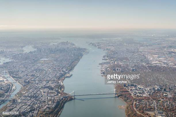 aerial view of manhattan and the george washington bridge - george washington bridge stock pictures, royalty-free photos & images