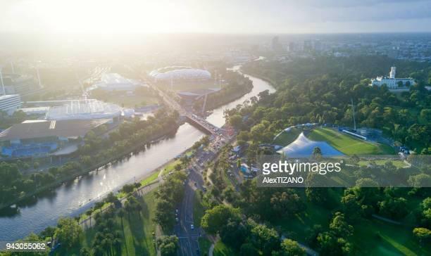 aerial view of melbourne at dawn - river yarra stock-fotos und bilder