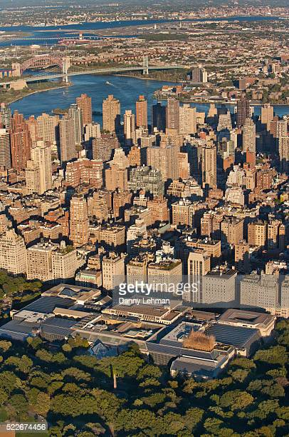 aerial view of metropolitan art museum in manhattan's central park, new york - metropolitan museum of art new york city stock pictures, royalty-free photos & images