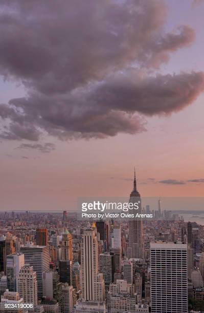 aerial view of midtown manhattan facing south at sunset in new york, usa - victor ovies fotografías e imágenes de stock