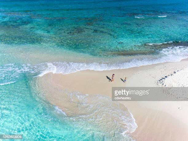 サンディスピット、イギリス領ヴァージン諸島の母子の空中写真 - アンティル諸島 ストックフォトと画像