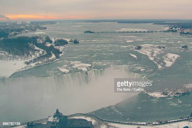 aerial view of niagara falls against sky during sunset - ella bello stock-fotos und bilder