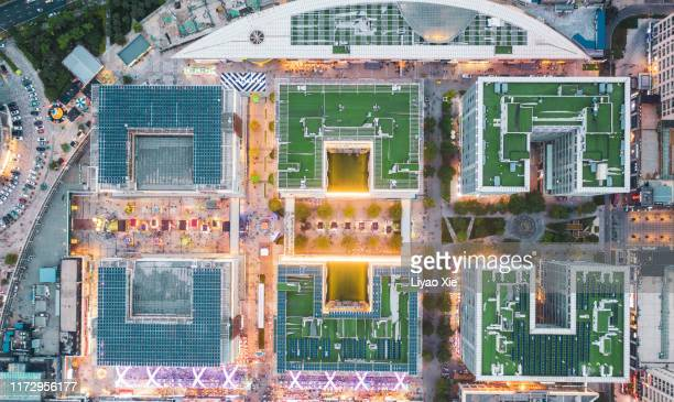 aerial view of night market - liyao xie photos et images de collection
