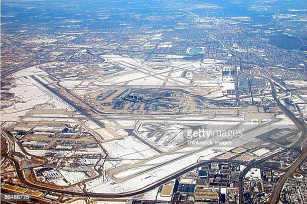 aerial view of o'hare international airport in chicago, illinois - ohare airport stock pictures, royalty-free photos & images