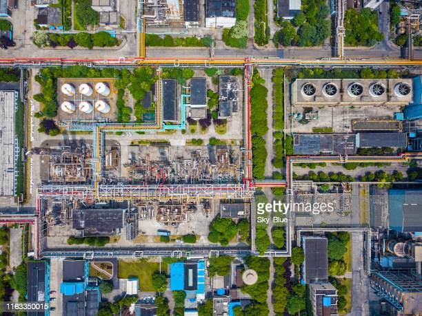aerial view of oil refinery - industrial building stock pictures, royalty-free photos & images