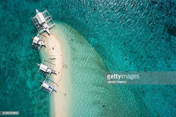 aerial view of outrigger boats on sand bar - cebu stock-fotos und bilder