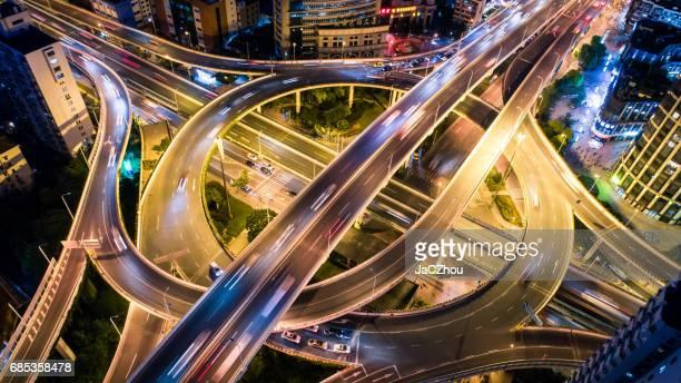 Flygfoto över överfart på natten