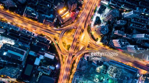 Luftaufnahme der Überführung in der Nacht