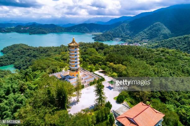 Luchtfoto van Pa Cien pagode met Ita thao pier achtergrond in Nantou