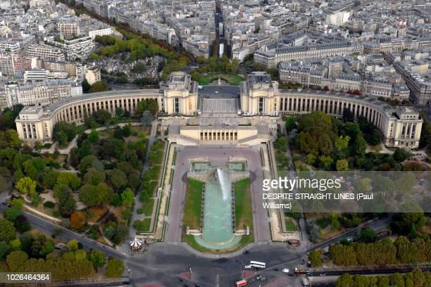 aerial view of palais de chaillot from the eiffel tower - cité de l'architecture et du patrimoine photos et images de collection