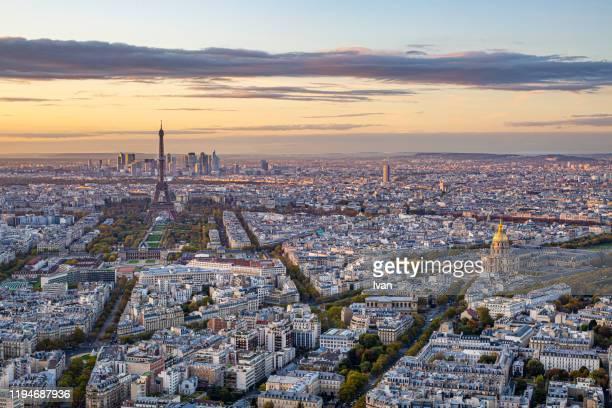 aerial view of paris with eiffel tower and  hôtel des invalides in sunset - carte france photos et images de collection