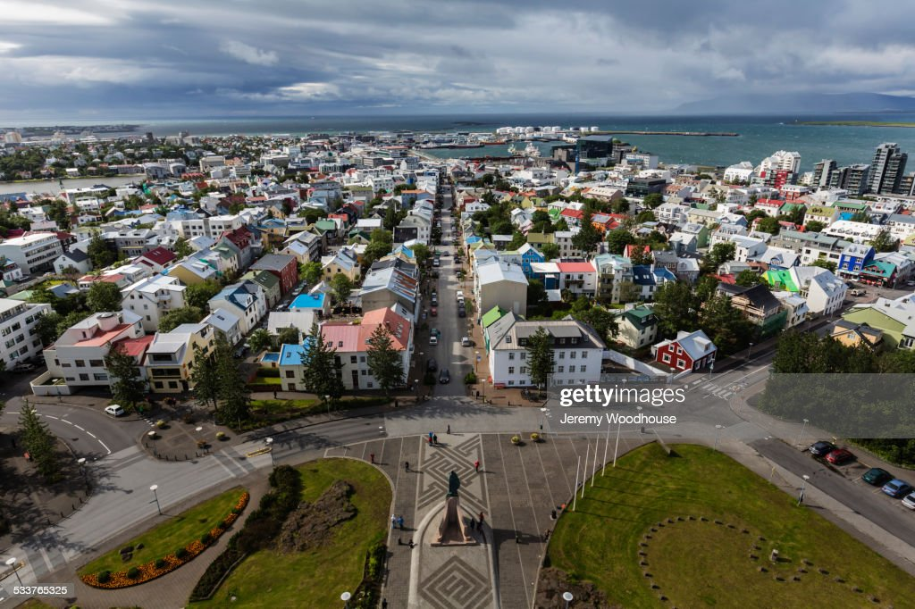 Aerial view of park and cityscape, Reykjavik, Iceland : Foto stock