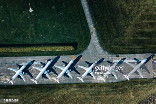 デュベンドルフ空港の駐車中の飛行機の空中写真 - 固定された ストックフォトと画像