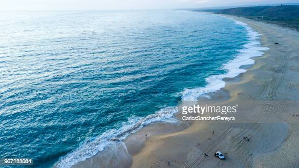 aerial view of people and cars on the beach, punta lobos beach, todos santos, baja california sur, baja california peninsula, northwest mexico - todos santos mexico fotografías e imágenes de stock