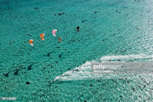 aerial view of people kitesurfing on ocean - insel mauritius stock-fotos und bilder