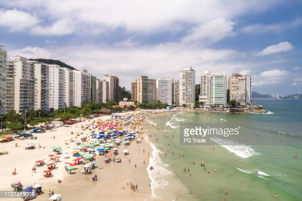 グアルジャ サンパウロ、ブラジルの pitangueiras ビーチの空撮 - サントス ストックフォトと画像