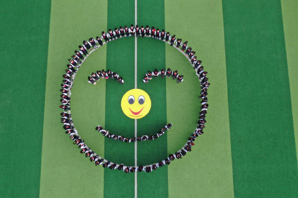 CHN: Chinese Welcome World Smile Day