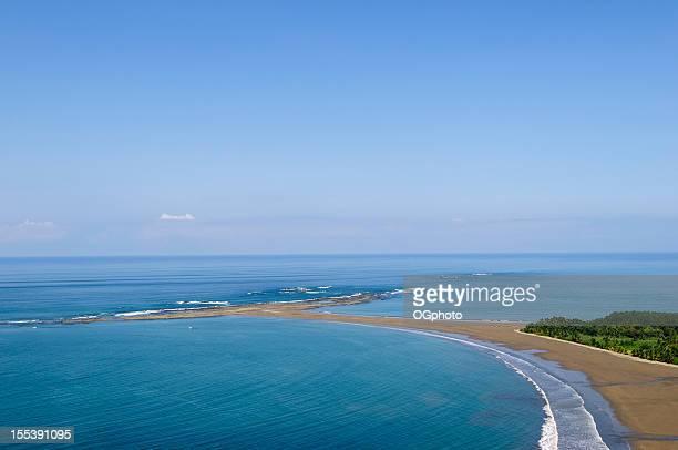 luftbild von punta ballena uvita in marino national park - ogphoto stock-fotos und bilder