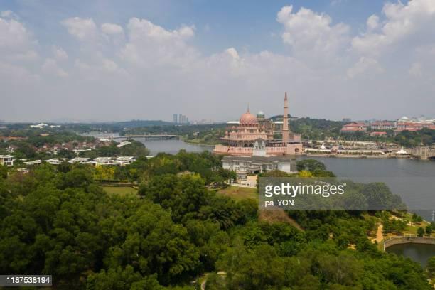 aerial view of putrajaya mosque, the pink mosque in putra jaya, kuala lumpur, malaysia - putrajaya stock pictures, royalty-free photos & images