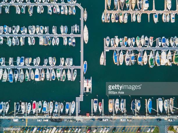 aerial view of recreational boats in marina, state of hawaii, usa - image stockfoto's en -beelden