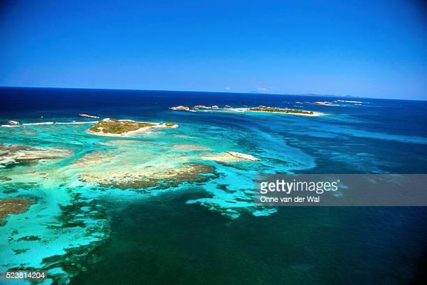 aerial view of reefs and islands in blue water - paisajes de puerto rico fotografías e imágenes de stock