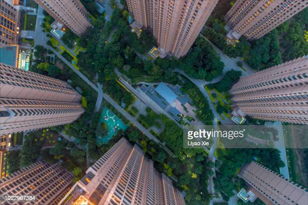 aerial view of residential building - liyao xie photos et images de collection