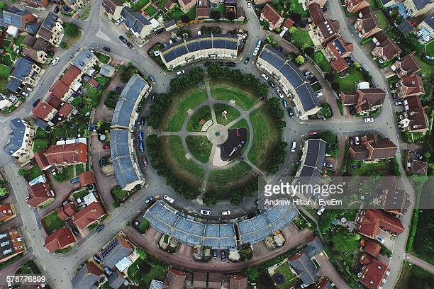 aerial view of residential district with circle courtyard - milton keynes stock pictures, royalty-free photos & images