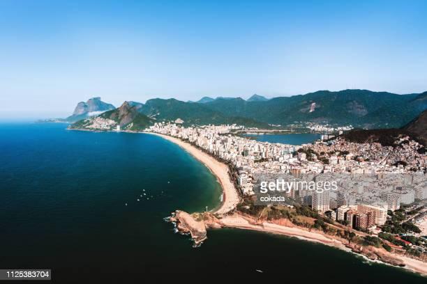 luftaufnahme von rio de janeiro - copacabana rio de janeiro stock-fotos und bilder
