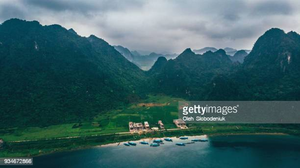 aerial view of river in the mountains in vietnam - phong nha kẻ bàng national park stock photos and pictures
