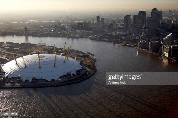 aerial view of river thames and o2 dome - 丸屋根 ストックフォトと画像