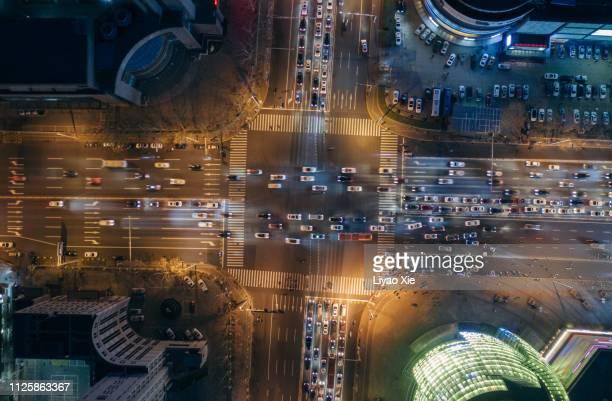 aerial view of road crossing - spitsperiode stockfoto's en -beelden