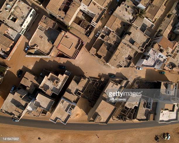 aerial view of rooftops - dakar photos et images de collection