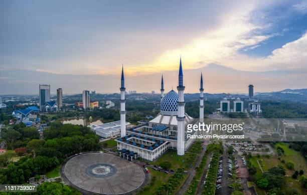 aerial view of salahuddin abdul aziz shah mosque during sunset located at shah alam, selangor, malaysia. - shah alam stock photos and pictures