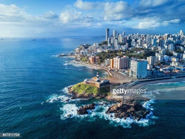 vista aérea da cidade de salvador da bahia, bahia, brasil - ilha - fotografias e filmes do acervo
