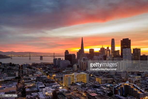 サンライズのサンフランシスコスカイラインの空中写真 - サンフランシスコ金融地区 ストックフォトと画像