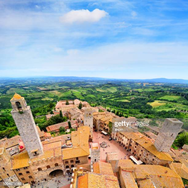aerial view of san gimignano, italy - chianti region stock pictures, royalty-free photos & images