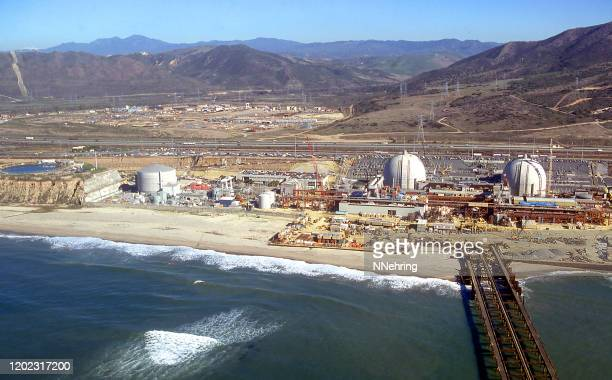 aerial view of san onofre nuclear generating station 1980 - radioactive contamination stock pictures, royalty-free photos & images