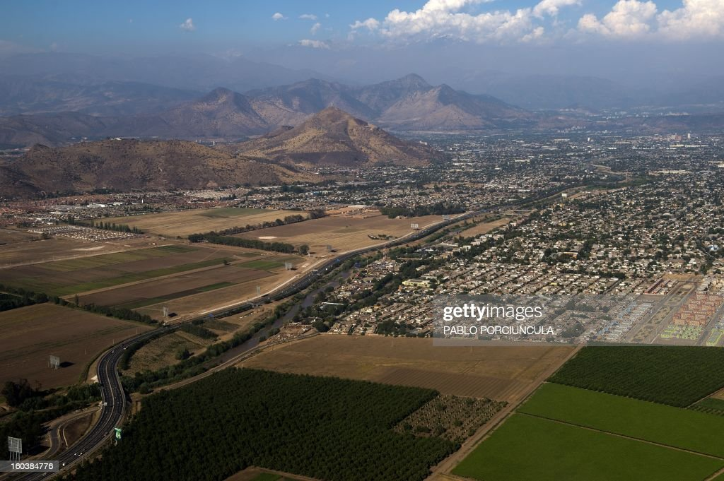 Aerial view of Santiago de Chile city on January 29, 2013. AFP PHOTO/Pablo PORCIUNCULA /