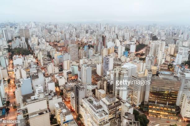 vista aérea de são paulo, brasil, ao entardecer - são paulo - fotografias e filmes do acervo