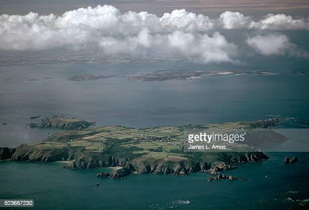 aerial view of sark island - meerkanal stock-fotos und bilder