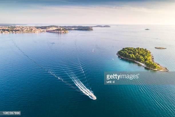 aerial view of sea against sky - イストリア半島 プーラ ストックフォトと画像