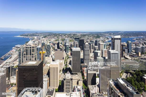 aerial view of seattle downtown on a sunny day in washington state, usa - seattle center stock-fotos und bilder
