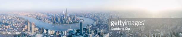 aerial view of shangha at dusk - rio huangpu - fotografias e filmes do acervo