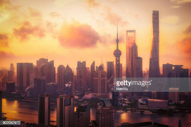 aerial view of shanghai at sunrise - economia foto e immagini stock