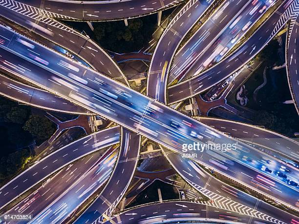 aerial view of shanghai highway at night - vervoer stockfoto's en -beelden